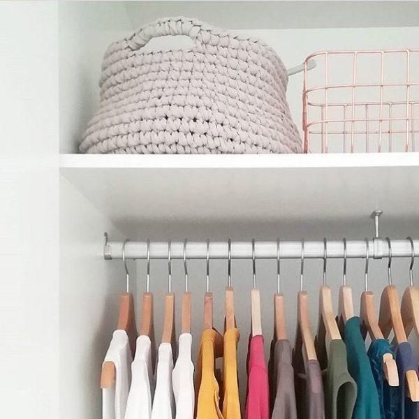 armario ordenado con la técnica de Marie Kondo