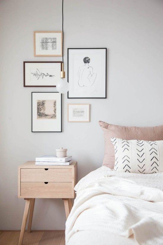 Cuadros decorativos en una habitación