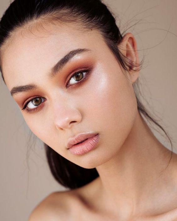 sombra de ojos marrón