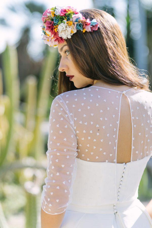 Diseñadores de vestidos de novia como Paola Carolina tienen su taller en Barcelona.