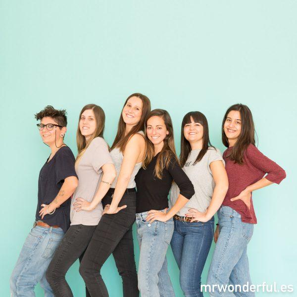 Las chicas de foto, Cris y brand manager posando.