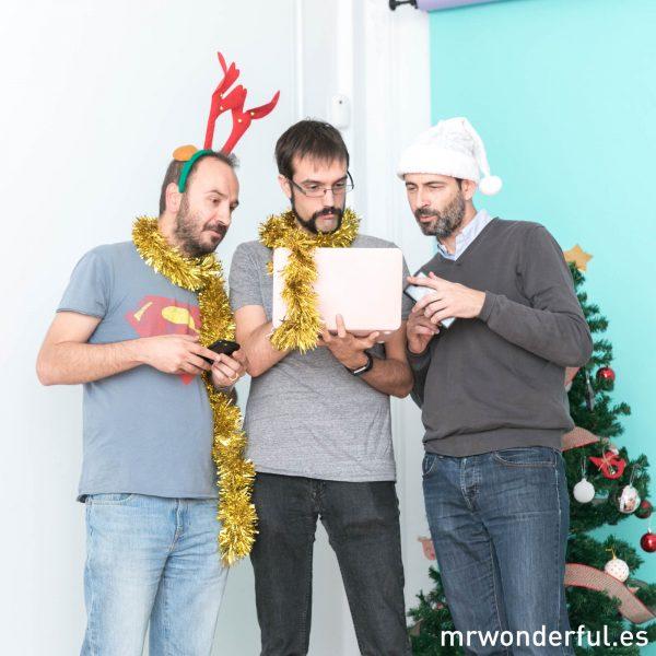 Felicitar la navidad mola con el equipo de IT de Mr. Wonderful.