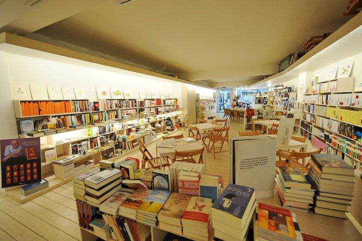 Café y libros en +Bernat, un planazo y una de las cosas que más recomendamos hacer en Barcelona
