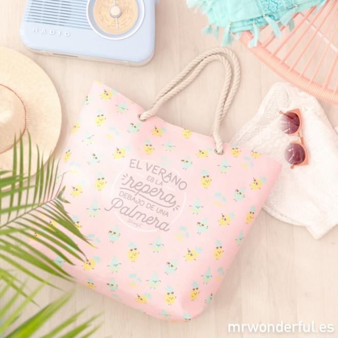 Una bolsa de playa nunca puede faltar en nuestras vacaciones de verano