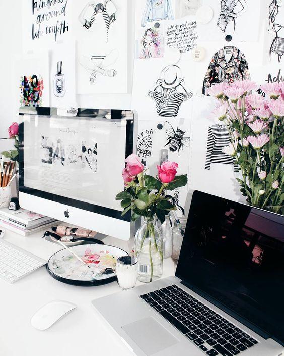 Espacio de trabajo decorada con ilustraciones