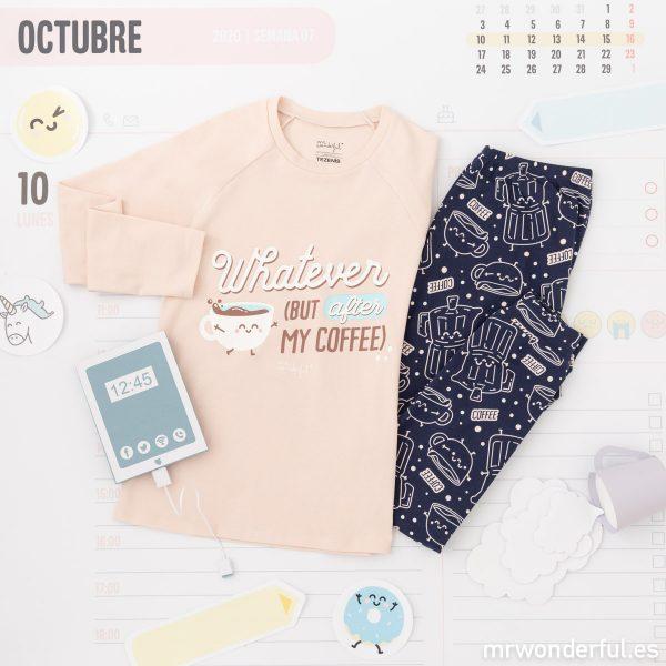 Pijama de mujer de invierno de Mr. Wonderful y Tezenis con un mensaje motivacional y un dibujo de una taza de café.