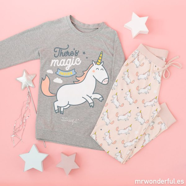 Pijama de unicornio de Mr. Wonderful y Tezenis con camiseta de manga larga y pantalón largo.