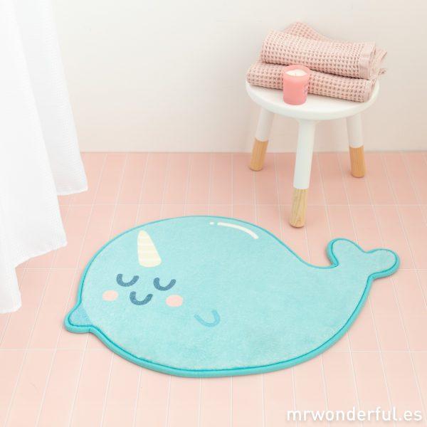 Uno de los accesorios de baño más mágicos: una alfombrilla narval