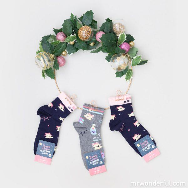 Modelos de calcetines navideños para mujer de la nueva colección Mr. Wonderful x Calzedonia.