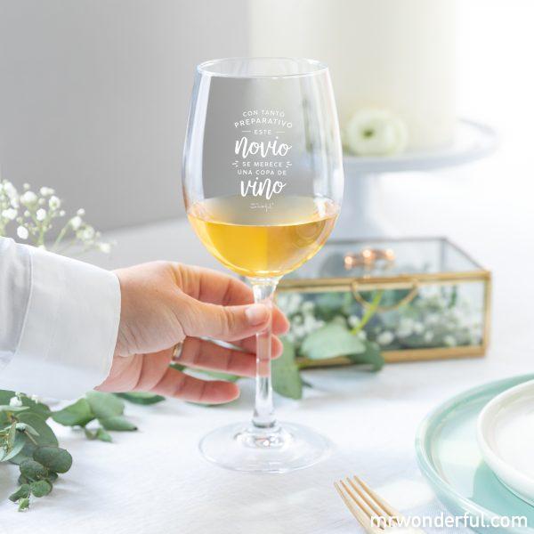 Copa de vino para novio, un regalo para bodas divertido.