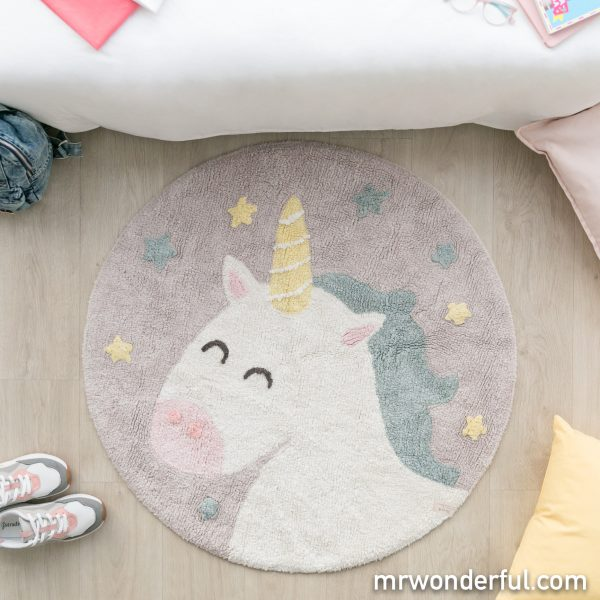 Unicornio de Mr. Wonderful decorando una práctica alfombra lavable
