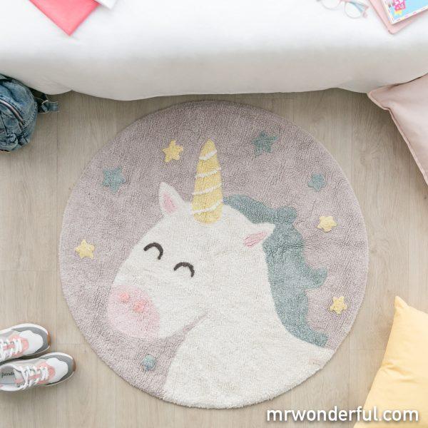 Unicornio de Mr. Wonderful decorando una práctica alfombra lavable
