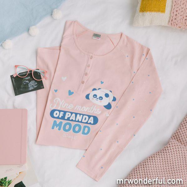 Uno de los pijamas premamá Prenatal con frase divertida incluida